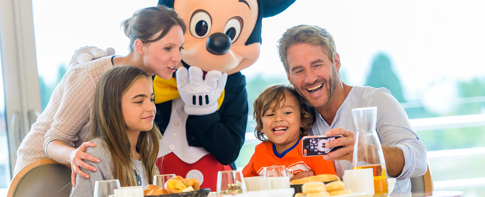 breakfast with disney® characters